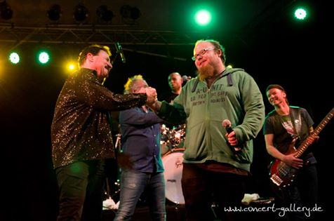 Bobby Kimball mit Andreas Kuemmert Willy Wagner Bass