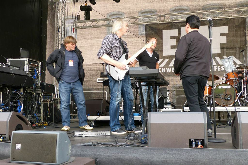 Willy Wagner Bassist mit Bobby Kimball und Nick Osterhuis 2013