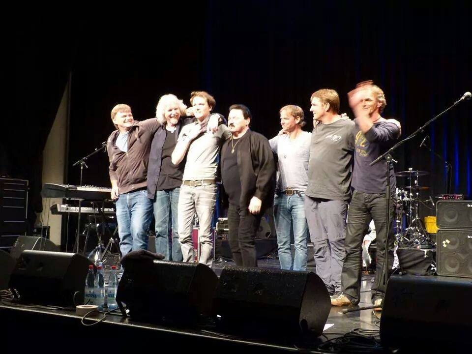 Bobby Kimball Verbeugung mit Bassist Willy Wagner